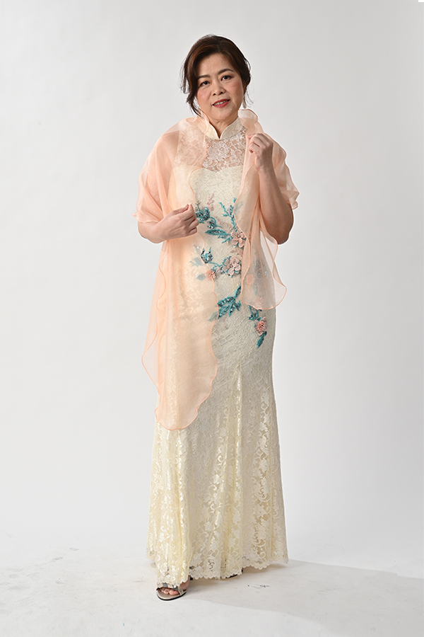 Creme lace mermaid-cut modern cheongsam mother of bride