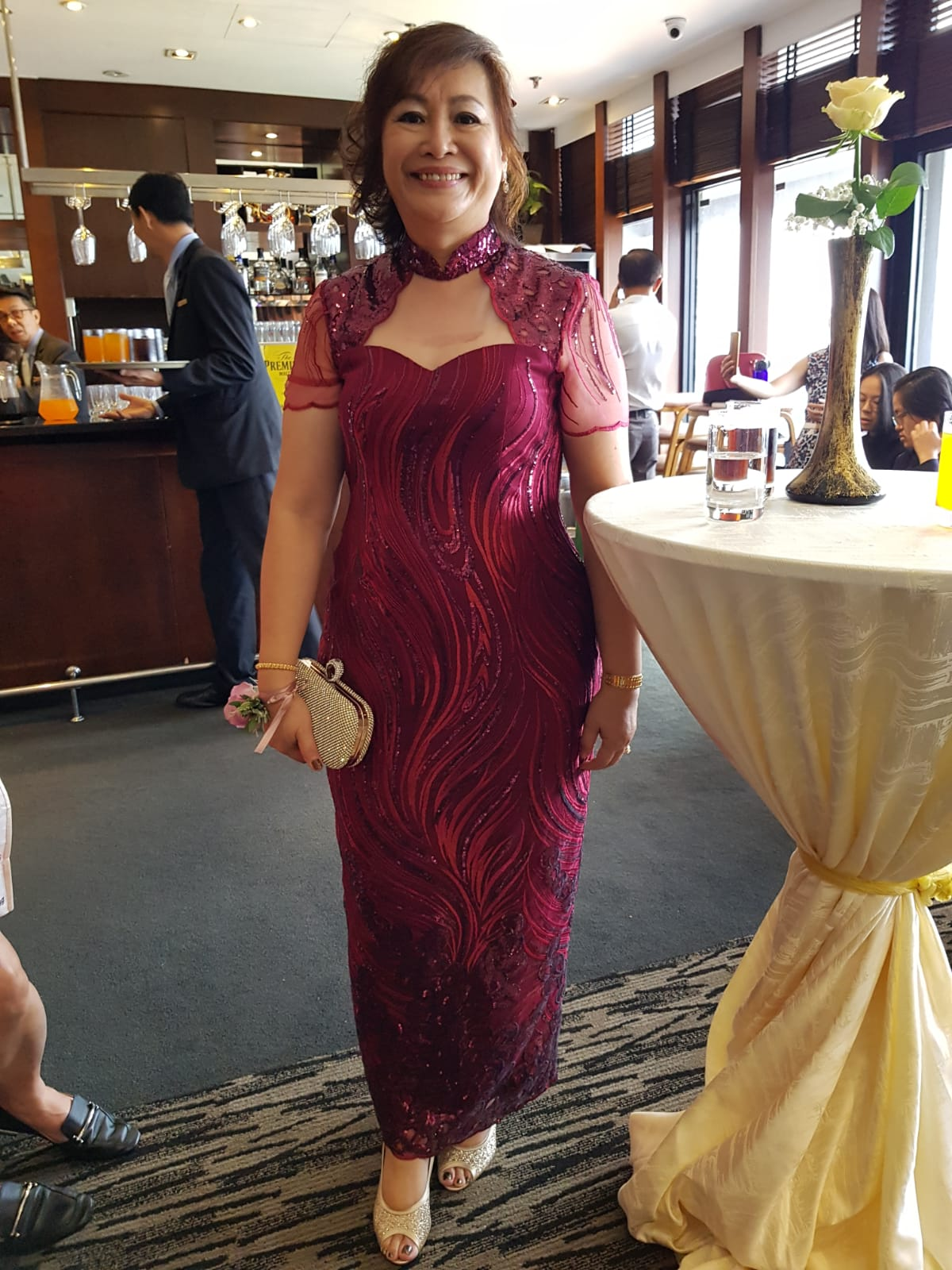 woman wear qipao cheongsam